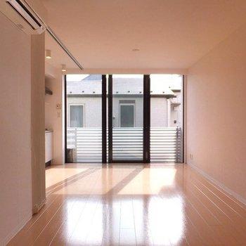 日当たりのいいお部屋です。※写真は2階の同間取り別部屋のものです
