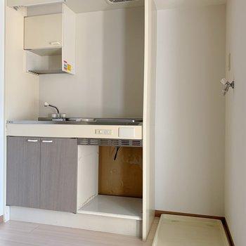 キッチンの横には洗濯機置場。家事の効率化を図れそう◯