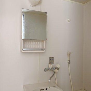 鏡付きの棚も付いていて使い勝手がよさそう◯