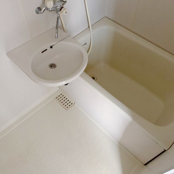 お風呂は2点ユニット。お掃除いっぺんにできますね。