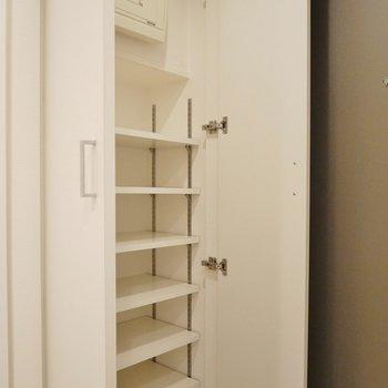 おおきなシューズBOX。※写真は、同じタイプの1303号室。