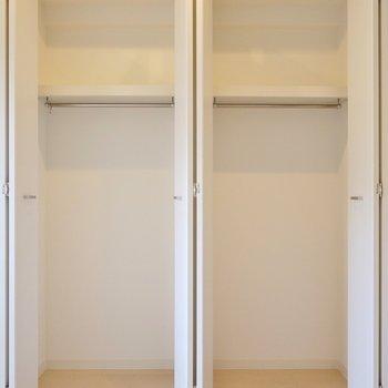 ちょっぴり広めの収納スペース。※写真は、同じタイプの1303号室。