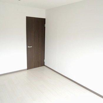 【洋室】洋室は寝室部屋として。