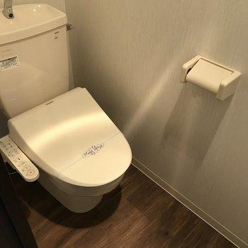 おトイレはウォシュレット付きです