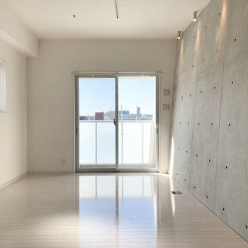 高層階2面採光で明るいお部屋。