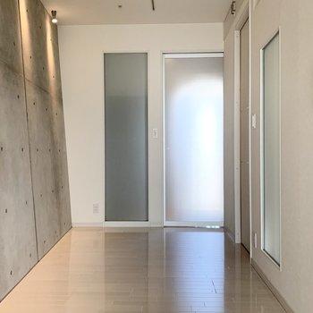 洋室はLDKと玄関の間の空間です。