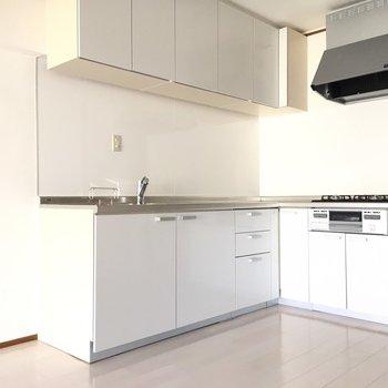 システムキッチンも新調されていますよ。