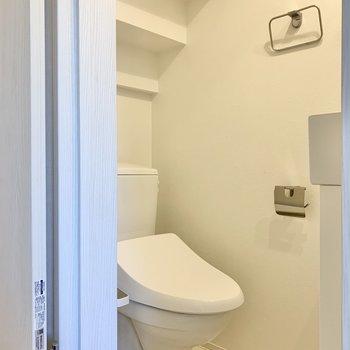 トイレはお風呂の向かい側