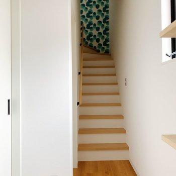 玄関に入ると目の前に階段が。さっそく2階へ!