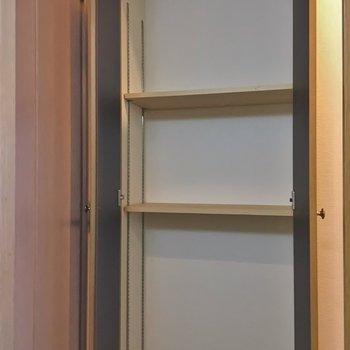 ただお部屋の入る所にも収納スペース