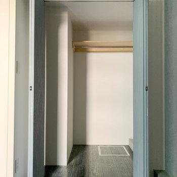 【洋室】クローゼットも比較的広めです。※写真は前回募集時のものです