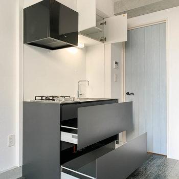 【DK】キッチンは収納力も中々あります。※写真は前回募集時のものです