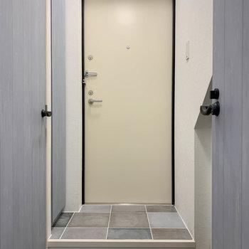 廊下から一段上がって、タイルの部分が玄関です。※写真は前回募集時のものです