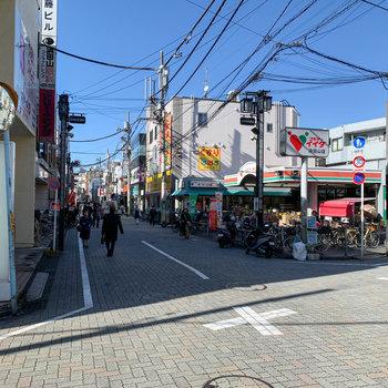 浜田山商店街には、スーパーなどを筆頭にお店がたくさん。お部屋から3分ほどのところにもスーパーがありました。