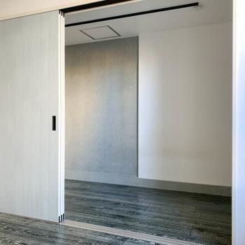 【DK】逆側を。引き戸越しに隣の部屋と繋がります。※写真は前回募集時のものです