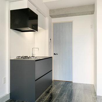 【DK】冷蔵庫はキッチンの左か、扉の右のスペースに置けそうでした。※写真は前回募集時のものです