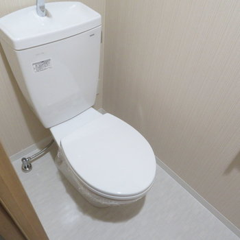 シンプルなトイレはお掃除も簡単(※写真は9階の同間取り別部屋のものです)