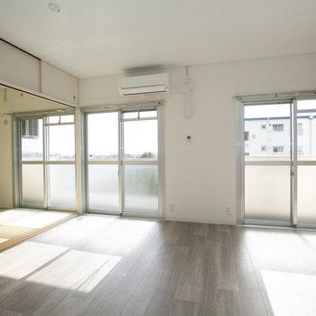 LDKのお隣には和室。こたつをおいてみんなでのんびりするのもいいなぁ。