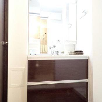 洗面台はゆったりサイズ ※写真はモデルルームです