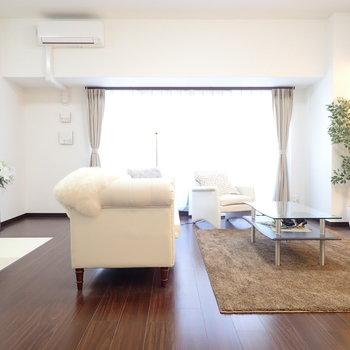 白い家具も合いますね ※写真はモデルルームです