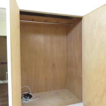 大容量のクローゼット(※写真は1階の同間取り別部屋のものです)