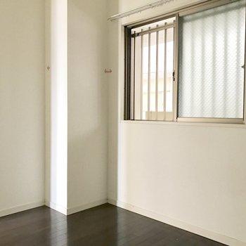 洋室にも窓があります!(※写真は通電前、清掃前のものです)