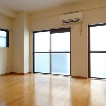 角部屋なので、窓が3面も!明るくて気持ちいい〜。