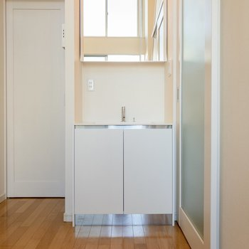 洗面台はとてもシンプル。