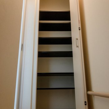 階段をのぼったところにもシューズボックスがあります。