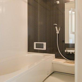 バスルームには浴室乾燥機付き。