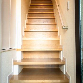 お部屋までは階段をのぼって。