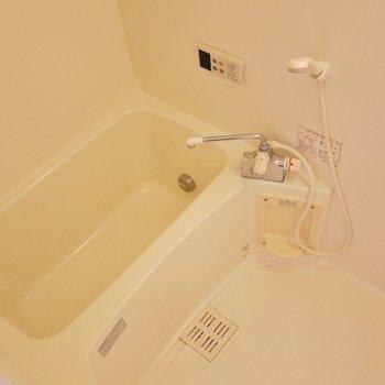 追い炊き機能も浴室乾燥もついてます。※写真は308号室のもの