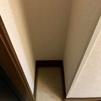 靴箱の反対側は、傘立てスペースにちょうど良さそう。