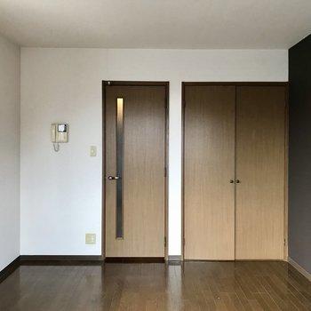 温かみのある扉。