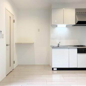 キッチンの横の板はキッチン家電置場にぴったり◎