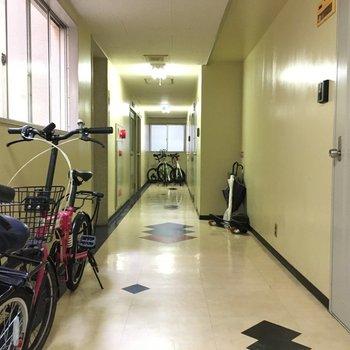 共用部にカッコいい自転車がいっぱいでした。