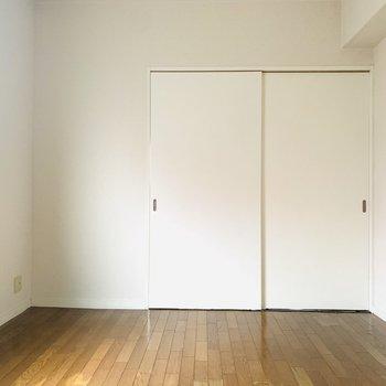 【洋室】LDKと同じ床で統一感もあります