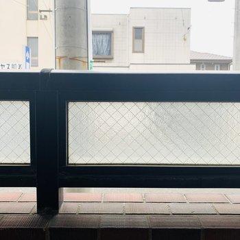 すりガラスで外から見られることは無さそう!