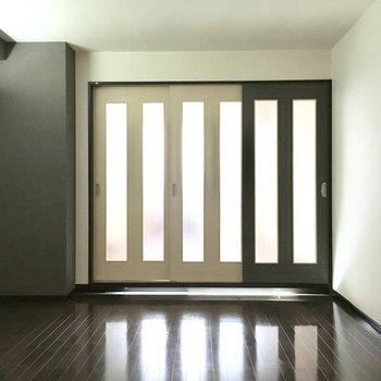 扉でしっかり仕切れますよ。(※写真は5階の同間取り別部屋のものです)