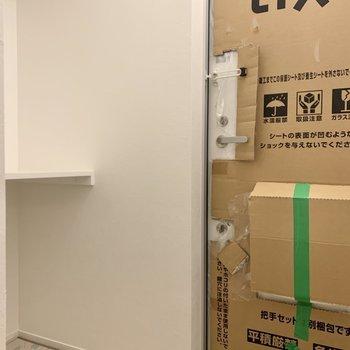 横のスペースには靴箱を※写真は施行中のものです