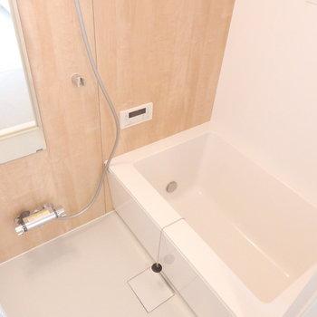 お風呂は追い焚き付きのタイプへ変更しています