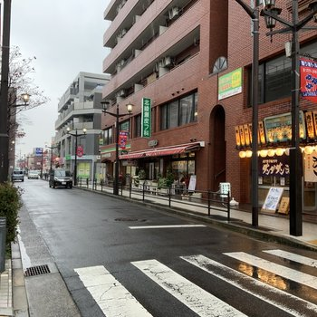 北綾瀬駅の周辺には飲食店やスーパー、コンビニ…