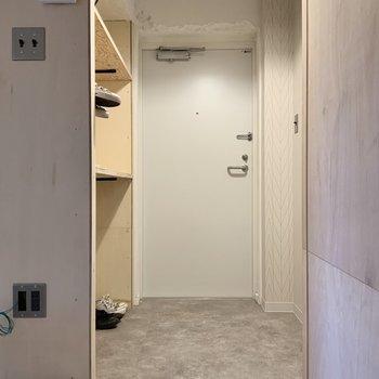 玄関は広々したスペースが。※写真は1階モデルルームのものです