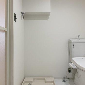 サニタリーへ。トイレと脱衣所は同室です。※写真は1階モデルルームのものです