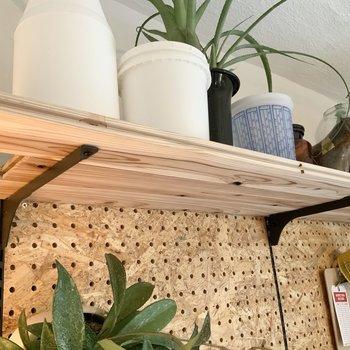 棚受け金具をつけて棚を作ったり。※写真は1階モデルルームのものです