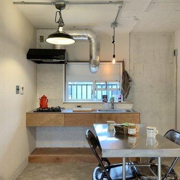 キッチン右側に冷蔵庫置き場です。※写真は1階モデルルームのものです