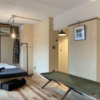 壁は好きな色に塗ったりなんでもOK。(木の板部分)※写真は1階モデルルームのものです