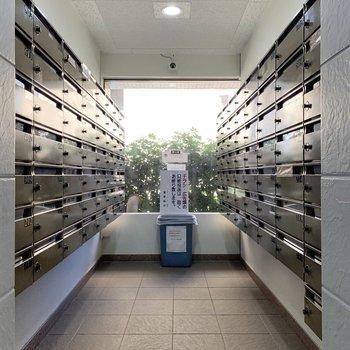 メールボックスは両サイドに。