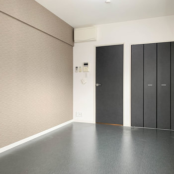 黒とブラウンを基調にしたお部屋。