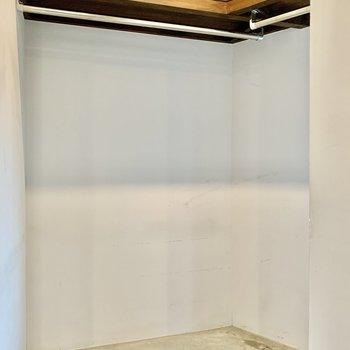 収納スペースは玄関横にあります。